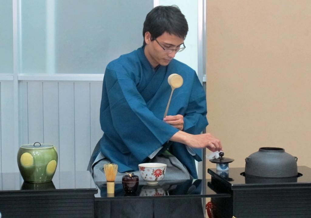 nghệ nhân pha trà đạo nhật bản
