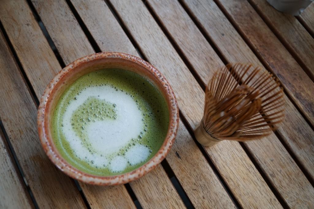 pha trà matcha bằng chổi chasen